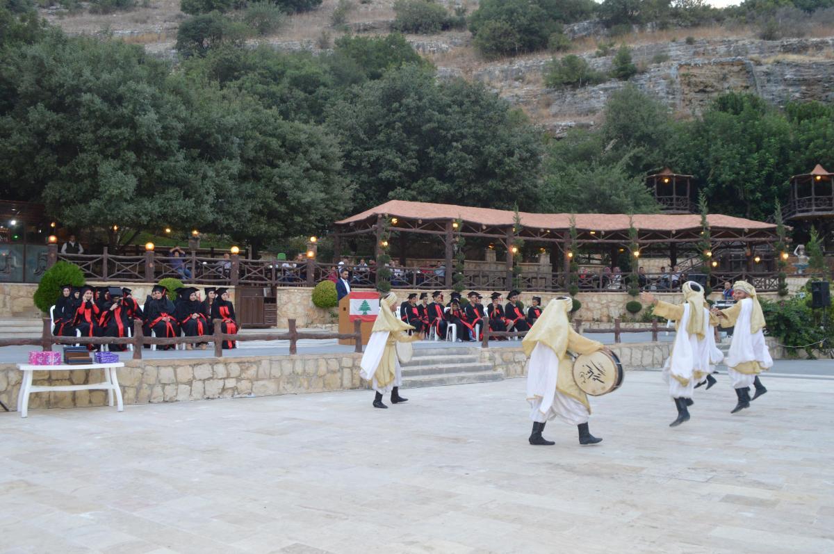 بالصور:  اعدادية جبل عامل ( حولا) تخرج العشرات من طلابها المتفوقين في الامتحانات الرسمية