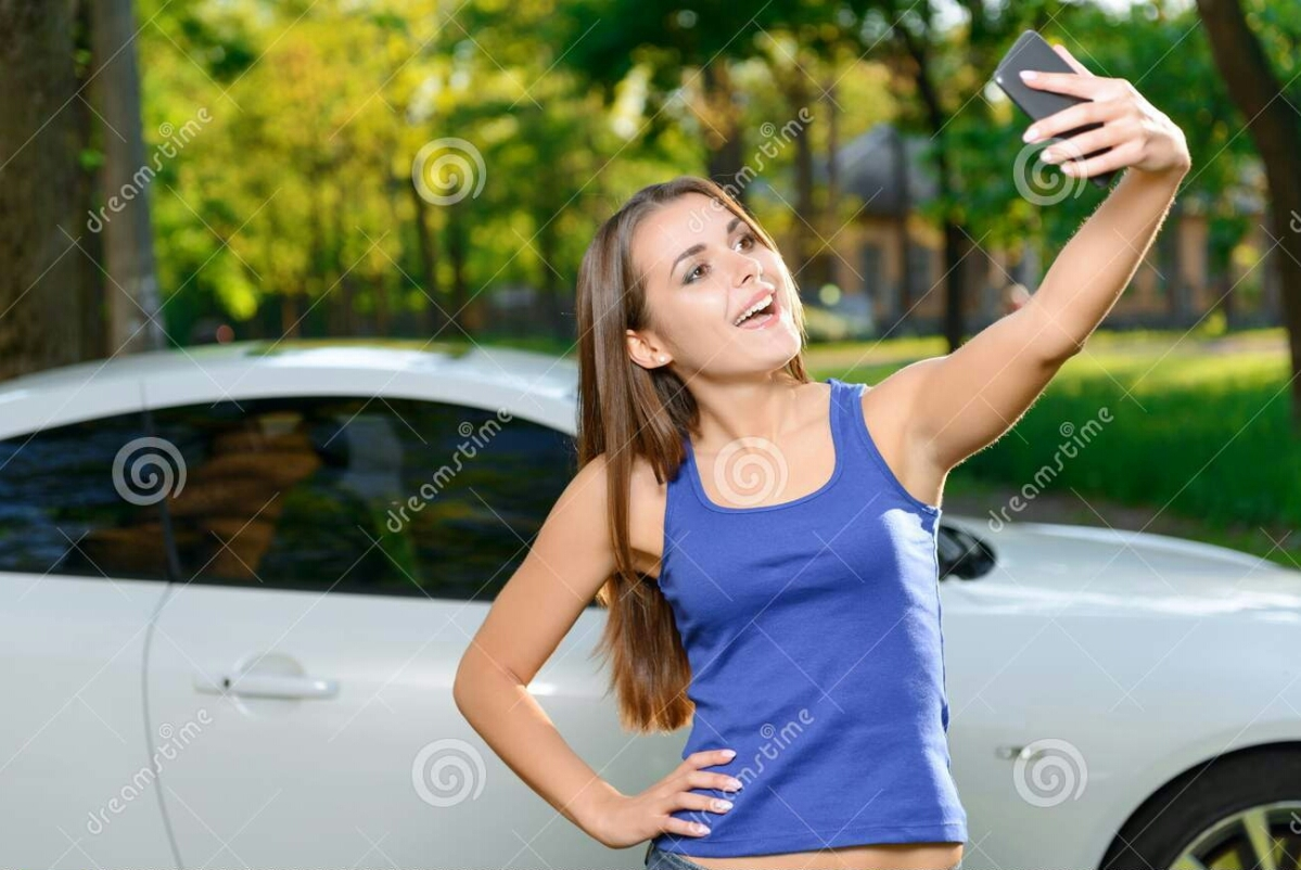 سيارة جديدة لا تفتح الا بالتقاط سيلفي لصاحبها!