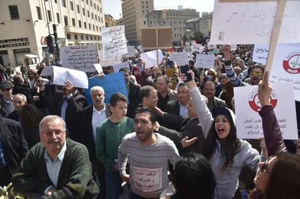أساتذة الثانوي اعتصموا أمام السراي للمطالبة بحقوقهم